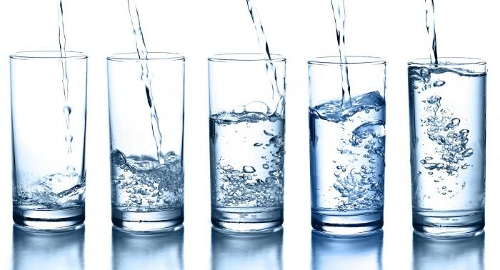 Capslim te dice ¿Cuánta agua hay que beber?